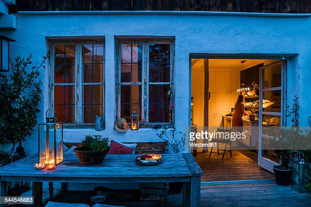 terrace at dusk with view to kitchen - abenddämmerung stock-fotos und bilder