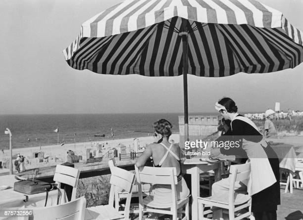 Terrace of a cafe on the beach of the island Wangerooge Wolff Tritschler Vintage property of ullstein bild