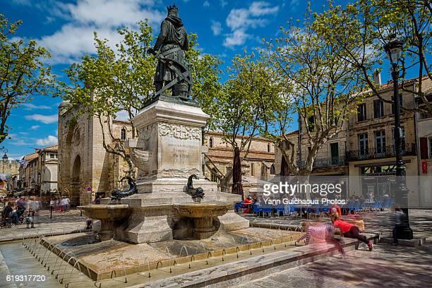 terrace, place saint louis, aigues mortes, gard, france - ガール県 ストックフォトと画像