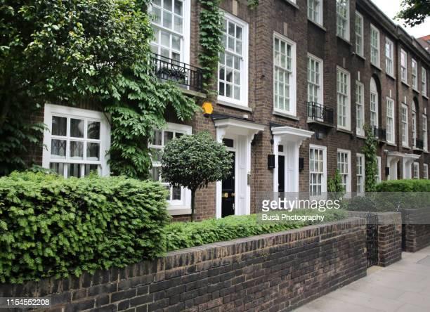 terraced houses in the elegant neighborhood of chelsea, london, england - ジョージア調 ストックフォトと画像