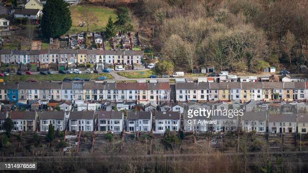 terraced houses & mountain views - town stock pictures, royalty-free photos & images