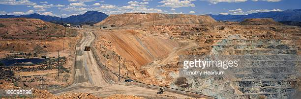 terraces and roadways through copper pit - timothy hearsum stock pictures, royalty-free photos & images
