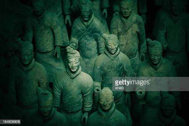 terracotta army in qin shi huang's tomb - antiquities stock pictures, royalty-free photos & images
