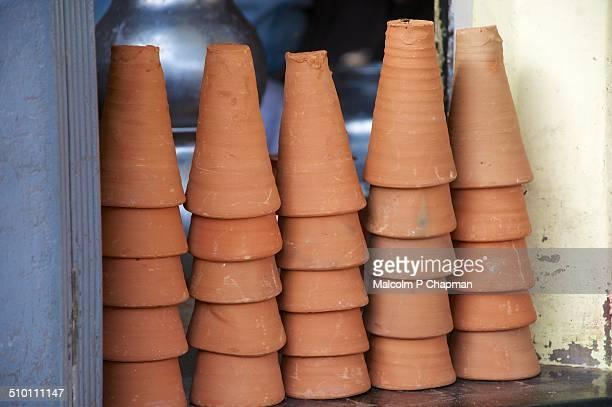 "terracotta lassi cups, jaipur, rajasthan, india - india ""malcolm p chapman"" or ""malcolm chapman"" ストックフォトと画像"