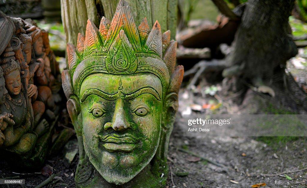 Terracotta Statue in the garden of a temple : Foto stock