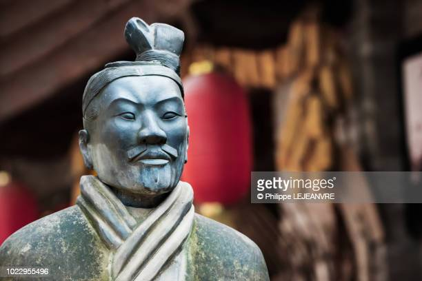 terracotta warrior statue in xi'an - emperor stock pictures, royalty-free photos & images