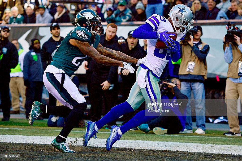 Terrance Williams #83 of the Dallas Cowboys hauls in a touchdown reception against Nolan Carroll #22 of the Philadelphia Eagles during the second quarter at Lincoln Financial Field on January 1, 2017 in Philadelphia, Pennsylvania.