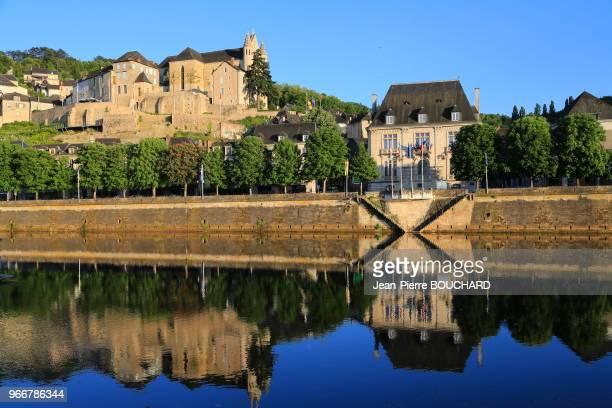 TerrassonLavilledieu anciennement TerrassonlaVilledieu avec son Vieux Pont du 12ème siècle sur la Vézère porte dentrée dans le Périgord Noir 18 mai...