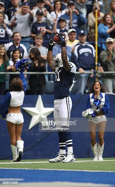 Terrell Owens of the Dallas Cowboys celebrates after making a catch against the San Francisco 49ers at Texas Stadium on November 23 2008 in Irving...