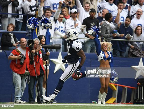 Terrell Owens of the Dallas Cowboys makes a catch against the San Francisco 49ers at Texas Stadium on November 23 2008 in Irving Texas