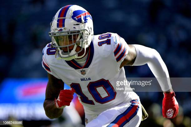 Terrelle Pryor of the Buffalo Bills warms up prior to the game against the New York Jets at MetLife Stadium on November 11 2018 in East Rutherford...