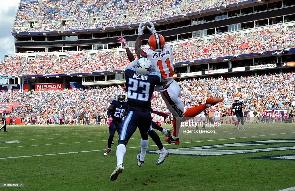 Cleveland Browns v Tennessee Titans : News Photo