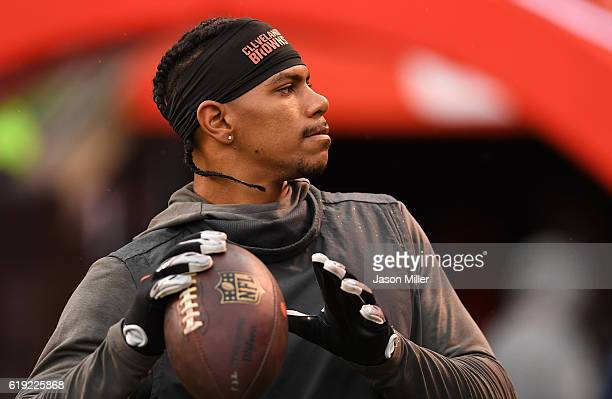 Terrelle Pryor of the Cleveland Browns warms up prior to the game against the New York Jets at FirstEnergy Stadium on October 30 2016 in Cleveland...