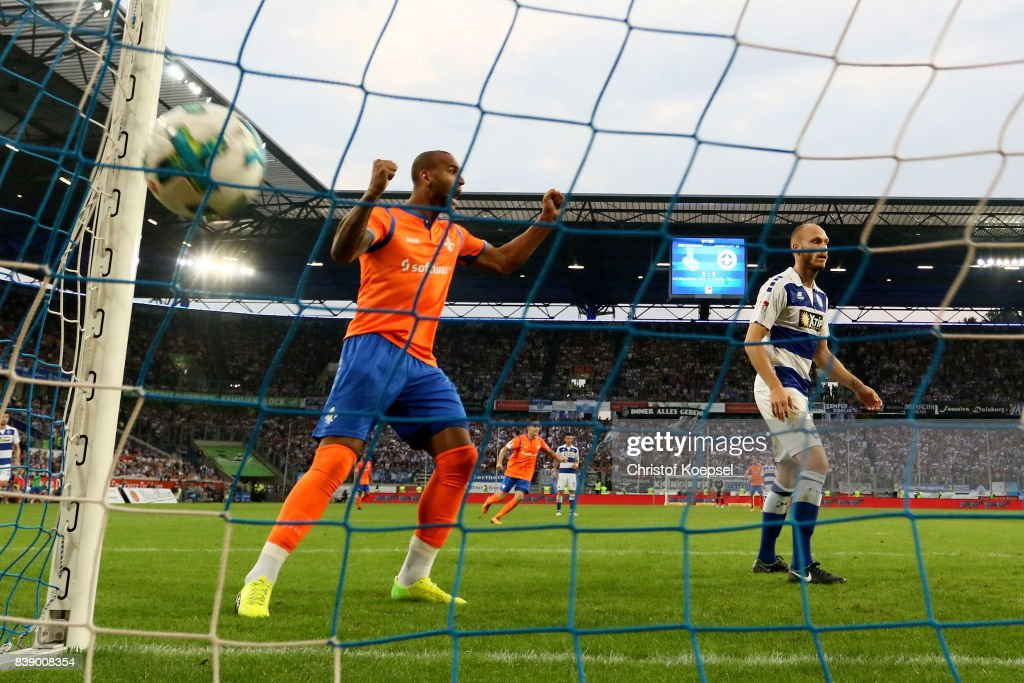 Terrence Boyd of Darmstadt celebrates the second and decision goal during the Second Bundesliga match between MSV Duisburg and SV Darmstadt 98 at Schauinsland-Reisen-Arena on August 25, 2017 in Duisburg, Germany.