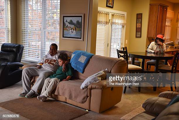 TerrenceTaylor and his daughter Braelyn watch TV at his home with his mom Louise Taylor in the rear on November 4 2015 in Manassas Va Taylor suffered...