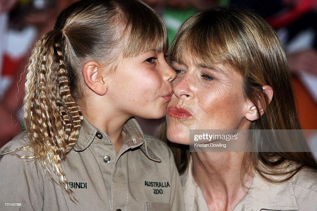 Terri Irwin and daughter Bindi Irwin arrive on the orange carpet at the fourth annual Nickelodeon Australian Kids' Choice Awards 2006 (NSW) at the Sydney Entertainment Centre on October 11, 2006 in Sydney, Australia. Bindi is presenting an award on behalf of her late father, Steve Irwin.