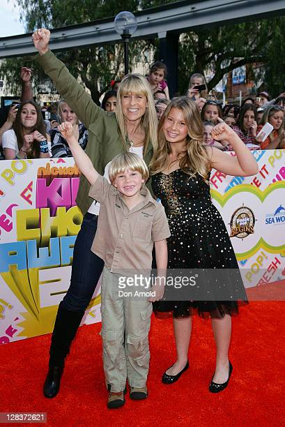 Terri Irwin Bindi Irwin and Bob Irwin arrive at the 2011 Nickelodeon Kid's Choice Awards at the Sydney Entertainment Centre on October 7 2011 in...