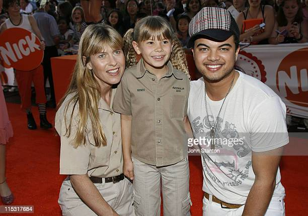 Terri Irwin Bindi Irwin and Guy Sebastian during Nickelodeon Australian Kids' Choice Awards 2006 Arrivals at Sydney Entertainment Centre in Sydney...