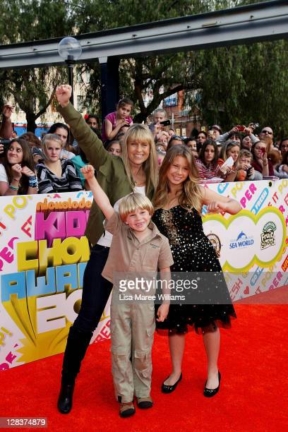 Terri Irwin Robert Irwin and Bindi Irwin arrive at the 2011 Nickelodeon Kid's Choice Awards at the Sydney Entertainment Centre on October 7 2011 in...