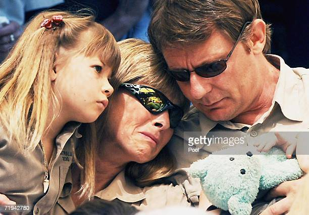 Terri Irwin wife of Australian environmentalist and television personality Steve Irwin, sits with daughter Bindi and friend Wes Mannion at the Steve...
