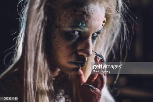 恐ろしい金髪魔女