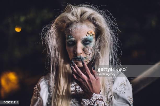 恐ろしいハロウィン魔女のコスチューム