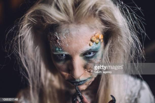 恐ろしいハロウィーン魔女