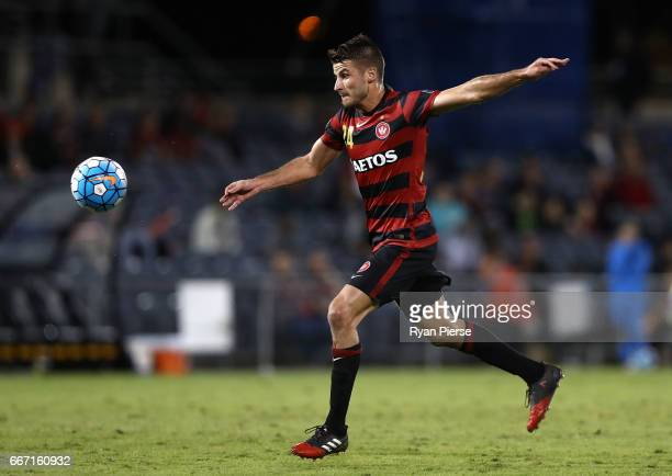 Terry Antonis of the Wanderers shoots at goal during the AFC Champions League match between the Western Sydney Wanderers and FC Seoul at Campbelltown...