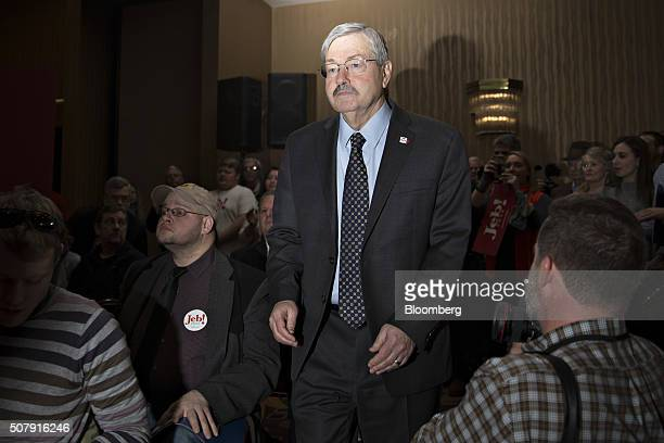Terry Branstad governor of Iowa arrives to a campaign event for Jeb Bush former governor of Florida and 2016 Republican presidential candidate in Des...