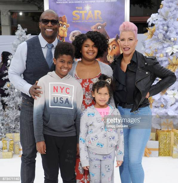 Terry Crews Rebecca KingCrews and kids arrive at the premiere of Columbia Pictures' 'The Star' at Regency Village Theatre on November 12 2017 in...
