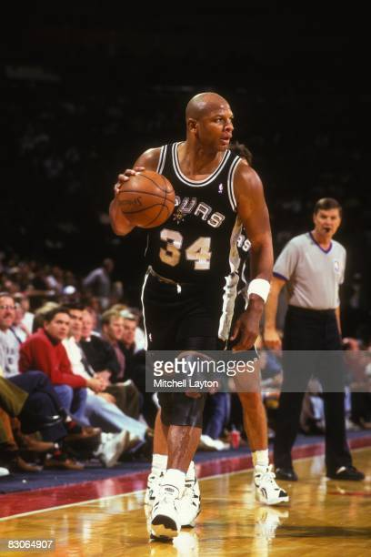 Terry Cummings of the San Antonio Spurs dribbles the ball during a NBA basketball game against the Washington Bullets at the USAir Arena on January...