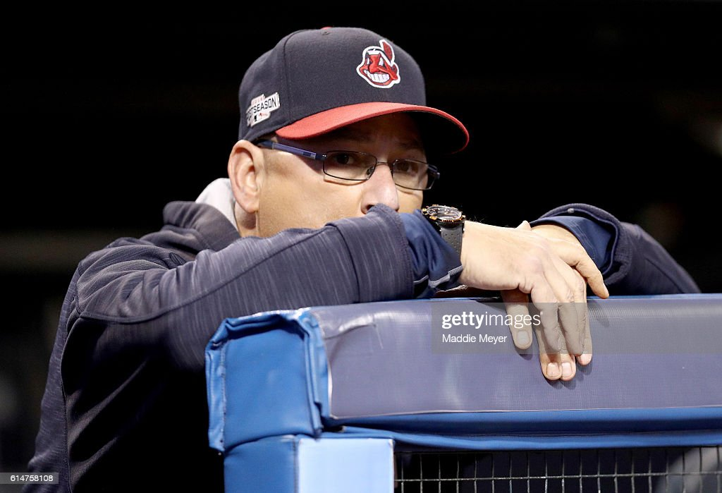 ALCS - Toronto Blue Jays v Cleveland Indians - Game One : News Photo