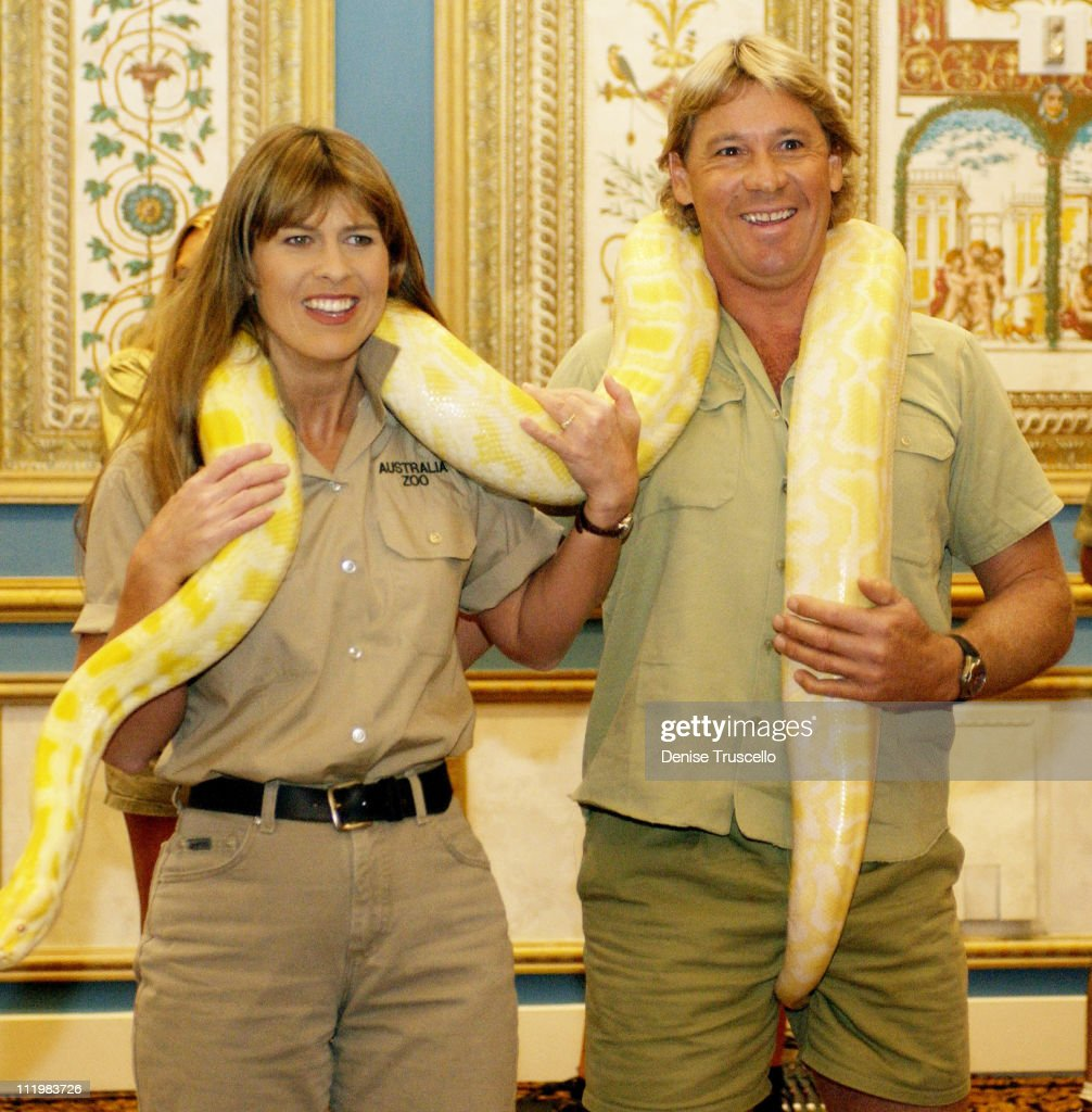 """2002 ShoWest Press Conference For Steve Irwin's New Movie """"The Crocodile Hunter Collision Course"""" : News Photo"""