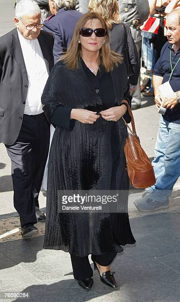 Terry Robson attends Luciano Pavarotti's funeral held in Modena's Duomo on September 8 2007 in Modena Italy Pavarotti died of pancreatic cancer on...