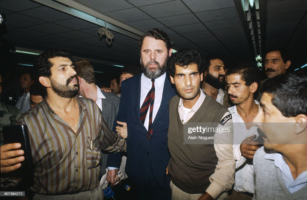 Terry Waite Arriving in Beirut to Negotiate the Release of Hostages : ニュース写真