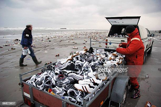 People collect 10 February 2006 on the Dutch island of Terschelling part of the Waddenislandgroup in the northern part of the Netherlands thousands...