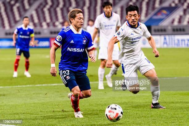 Teruhito Nakagawa of Yokohama Marinos is chased by Lee Kije of Suwon Samsung during the AFC Champions League Round of 16 match between Yokohama...