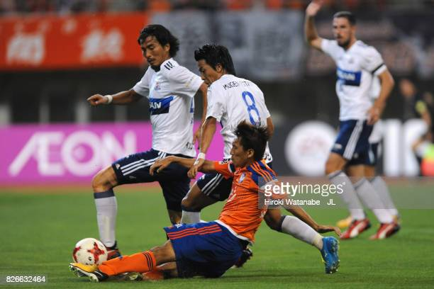 Teruki Hara of Albirex Niigata and Kosuke Nakamachi of Yokohama FMarinos compete for the ball during the JLeague J1 match between Albirex Niigata and...