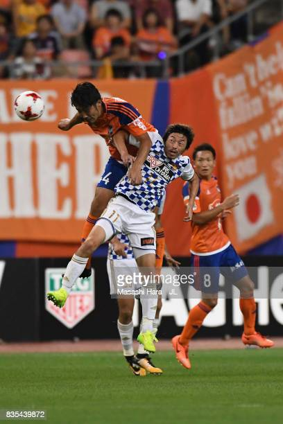 Teruki Hara of Albirex Niigata and Naoki Ishihara of Vegalta Sendai compete for the ball during the JLeague J1 match between Albirex Niigata and...