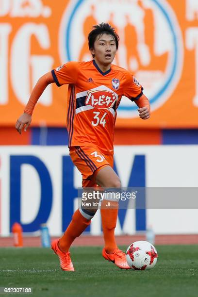 Teruki Hara of Albirex Niigata in action during the JLeague J1 match between Albirex Niigata and Shimizu SPulse at Denka Big Swan Stadium on March 11...
