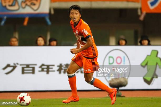Teruki Hara of Albirex Niigata in action during the JLeague J1 match between Albirex Niigata and Jubilo Iwata at Denka Big Swan Stadium on July 1...