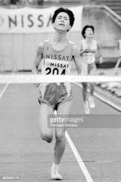 Teruko Oe crosses the finish tape to win the 13th Nagoya Women's Marathon at Mizuho Stadium on March 1 1992 in Nagoya Aichi Japan
