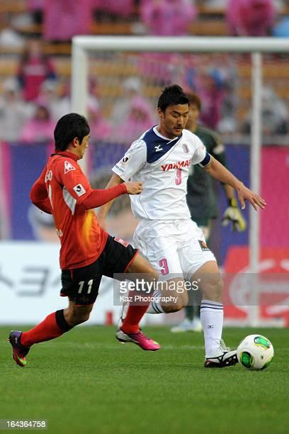 Teruyuki Moniwa of Cerezo Osaka and Keiji Tamada of Nagoya Grampus compete for the ball during the J.League Yamazaki Nabisco Cup match between Nagoya...