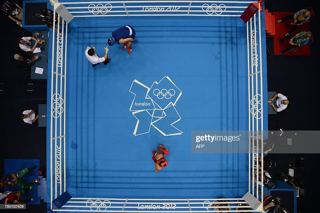 Tervel Pulev of Bulgaria (in blue)  take : News Photo