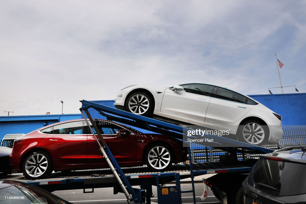 Tesla Posts Large Quarterly Loss : News Photo