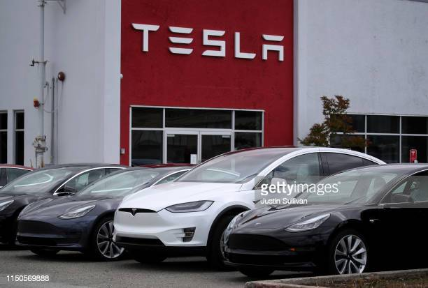 Tesla cars are parked in front of a Tesla showroom and service center on May 20, 2019 in Burlingame, California. Stock for electric car maker Tesla...