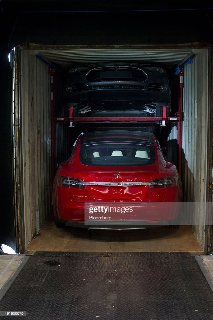 Assembly Of Tesla Model S Electric Automobiles  At  A Tesla Motors Inc. Factory : News Photo
