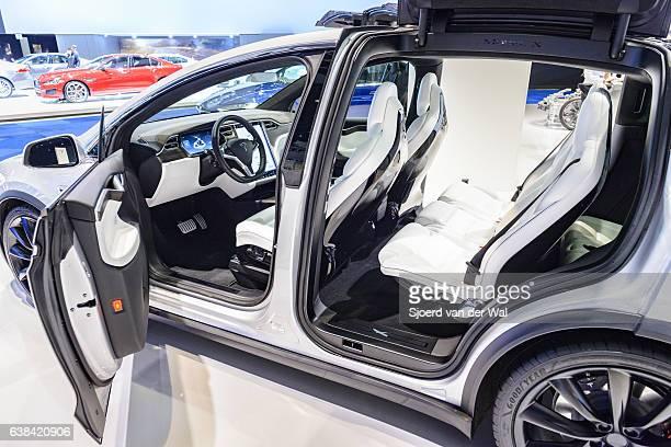 tesla model x electric luxury high tech interior - airbag stock-fotos und bilder
