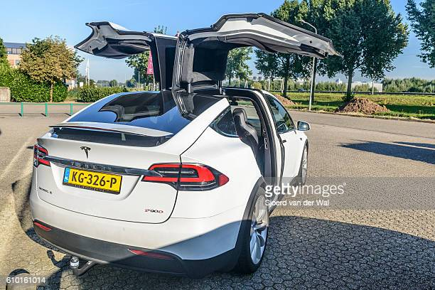 """tesla model x p90d all-electric crossover suv - """"sjoerd van der wal"""" stock pictures, royalty-free photos & images"""