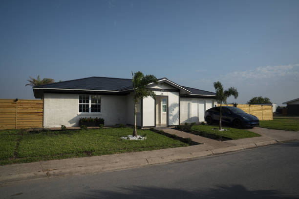 TX: Tesla's Solar Roof Rollout Is a Bust, And A Fixation For Elon Musk